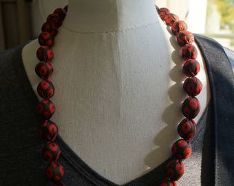 Necklace black and red balls