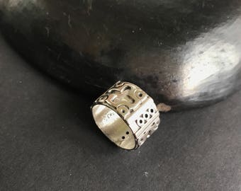 Sterling silver Size 8 heavy chunky ring with cross ornaments primitive style MEXICO TAXCO vintage fashion