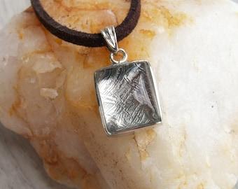 Muonionalusta | meteorite pendant | meteorite necklace | meteorite jewelry | pallasite meteorite | pallasite jewelry | pallasite meteorite