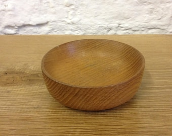 Vintage Treen Wood Dish / Bowl possibly Teak, lovely tactile piece with beautiful wood grain. Good Condition