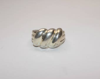 Beautiful sterling silver ring size 8