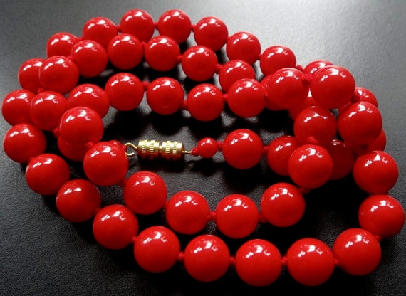 Lovely vintage bright lipstick red glass bead hand knotted necklace