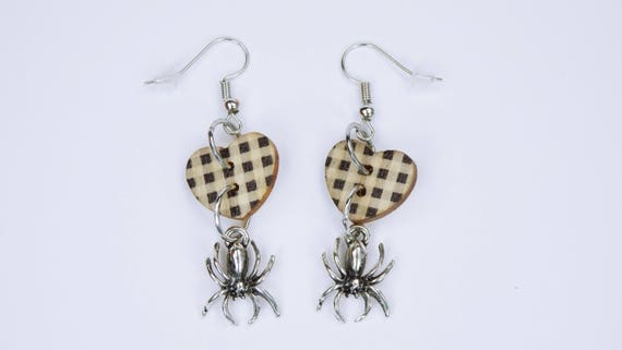 Earrings spiders and hearts with plaid pattern on silver-colored earrings earrings black and white Gothic