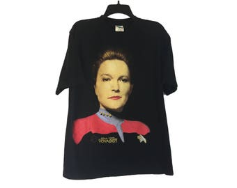 Vintage 1995 Star Trek Voyager Captain Kathryn Janeway Black T-Shirt Large/X-Large FREE Shipping!