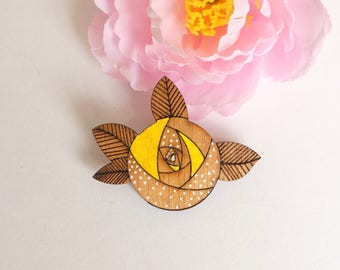 Brooch rose wood