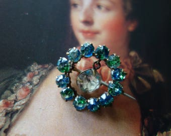 Art Deco-vintage brooch-decorated with glass stones, sparkles beautifully to the feast for jewelry lovers
