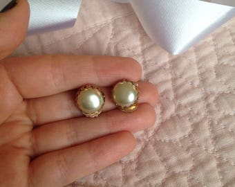 Pearl Clip On Earrings - Clip on Earrings - Clip Earrings - Earrings - Vintage - Vintage Earrings - Pearl Earrings - Old Fashioned Earrings