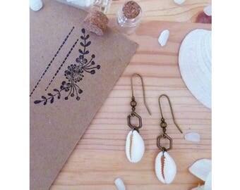 CAURIANE ▷ earrings, cowrie shell & bronze Hexagon pendant!