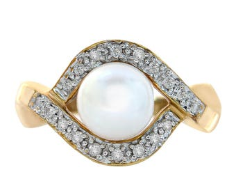 7.5mm Cultured Pearl And Round Cut 0.18 Carat Diamond Ring 14K Yellow Gold