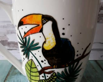 Cup in the jungle toucan