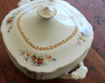 Wedgwood Shirley Covered Vegetable Serving Bowl with Lid