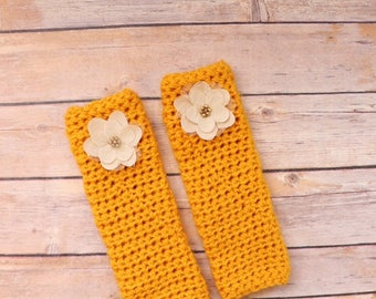 Crochet legwarmers with floral flower