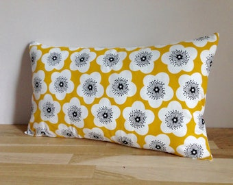 Cushion cover 50 x 30 cm, flowers - white and yellow