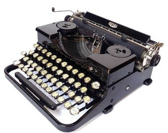 """Royal """"P"""" Portable Manual Typewriter"""