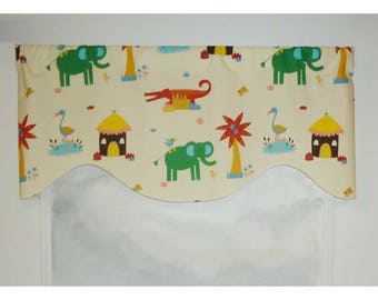 Braemore Kids' Room Colorful Animals Valance on Ivory