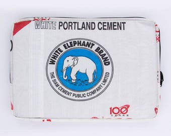 Upcycling 13-inch laptop sleeve laptop bag notebook case from cement and rice sack (motive: elephant white blue)