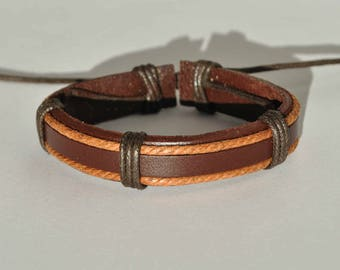 Leather bracelet with jute string