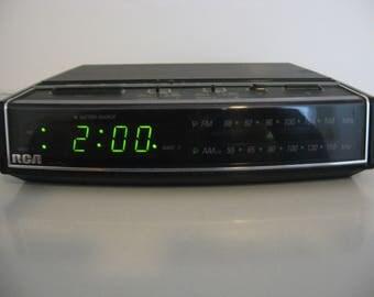 Vintage RCA - Dual Alarm Clock AM/FM Radio