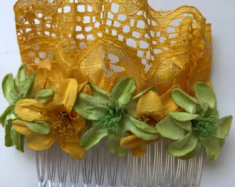 Combs of flowers and lace