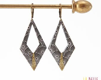 Argyle pattern Japanese black and glitter resin earrings
