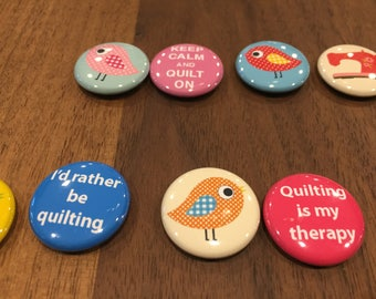 "1"" Pull back buttons - Set of 8 (4 patchwork birds, 4 random quilting sayings)"