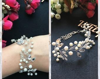 Pearls bracelet Silver bridal bracelet White crystals bracelet Wedding boho bracelet beads