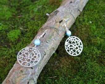 Boucles d'oreille Estampes étoilées et perle de verre 8mm bleu/gris avec Tréfilé