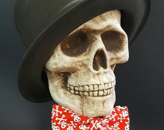 Red Skull Bow Tie, Red Skulls Bow Tie, Pirate Bowtie, Pirate Bow tie, Red and White Bow Tie, Skull Bow Tie Bowtie, Self Tie, Skulls Bow tie