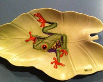 Hand painted Sticky frog on a leaf plate