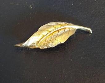 Avon Leaf Pin, Avon Pin, Graceful Leaf Pin, Leaf Pin, Vintage Avon Pin, Gold Tone Leaf Pin, Vintage Pin, Avon Broach, Broach