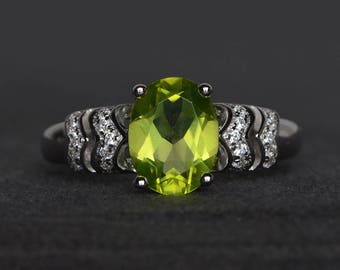 natural peridot ring wedding ring oval cut green gemstone sterling silver ring August birthstone