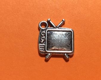 TV Charm x 4. Television Charm. Antique Silver Tibetan 15mm.