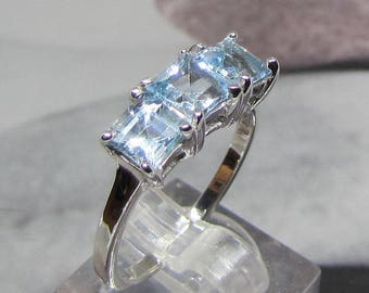 Ring size 54 in silver and 3 blue Topazes