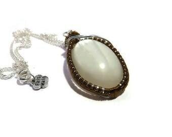 """Collier mi-long wire wrap, celtique ou féerique, pierre de lune blanche naturelle et fil de cuivre, laiton, """"Au clair de lune"""""""