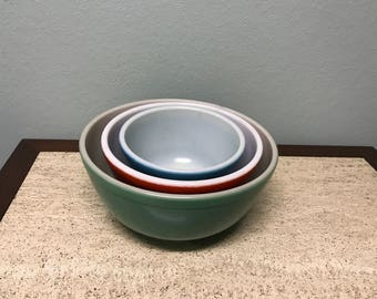 Set of 3 Primary Color Pyrex Nesting Bowls - Original no Numbers - Green Red Blue