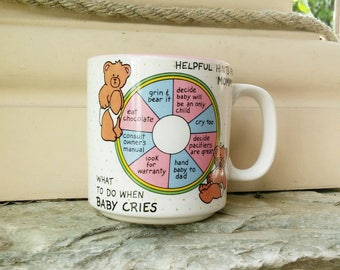 New mommy and baby MUG, What To Do When Baby Cries, Papel Freelance, Helpful Hints for Mommy, new mom baby shower gift, pink blue cup