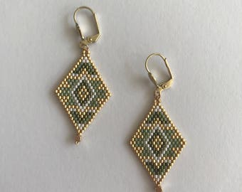 Khaki diamond earring
