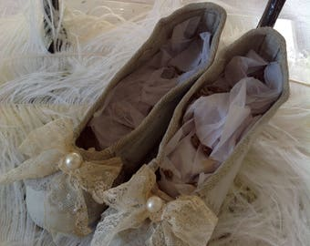 Ballet pumps with vintage lace and old pearls