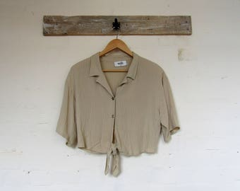 Pretty beige cropped 90's shirt by Wallis size 12