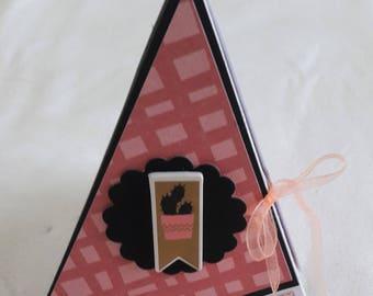 Card 3D pyramid. Pink - black. Cactus
