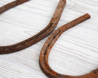 Antique Horseshoes, Shabby Chic Decor, Rustic Home Decor, Good Luck Charm, Rusty Decor, Barn Decor, Horse Decor, Horseshoe, MEDIUM SIZE.
