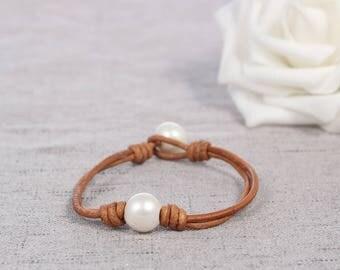 One Pearl Bracelet, Leather pearl bracelet, Pearl leather bracelet, Pearl bracelet, Leather bracelet, White pearl bracelet, Freshwater Pearl