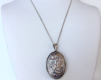 Vintage ~ Antique  Sterling Locket Necklace