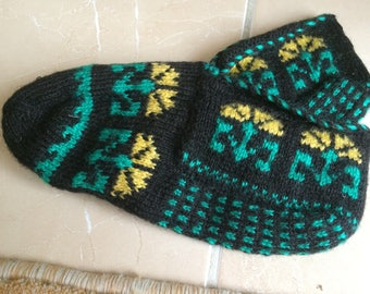 Cozy knit very nice ideal for warm feet