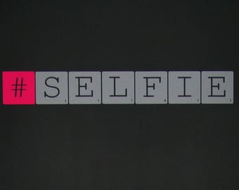 "Wall decal ""#SELFIE"" grey and neon pink - Large - Scrabble letters"