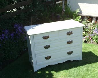 Vintage Chest of Drawers.