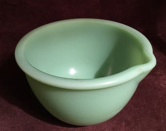 Jadeite Mixing bowl with spout 1940's