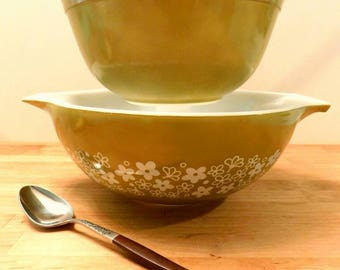 PYREX Spring Blossom pattern Cinderella mixing bowls 1970s SHIPPING INCLUDED