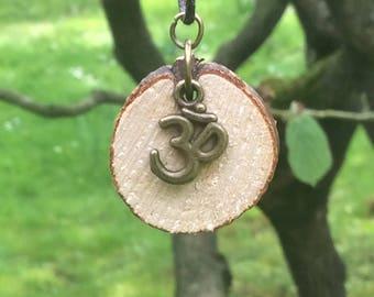 Wood, chain, OM symbol