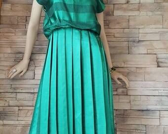 Sale 10% off/ Green silk dress fom the 60s ,beautyfull vintage silk dress size medium ,pleated silk dress,vintage green summer drese
